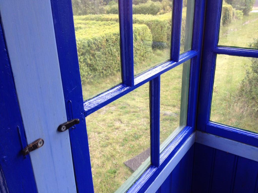 Ultramarinblått på verandan